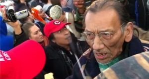 Nathan Phillips intimidates a high school student